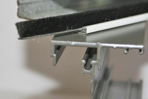 Phớt nỉ cửa nhôm đế 4.5 mm PB 4575 2BFP 75 BK
