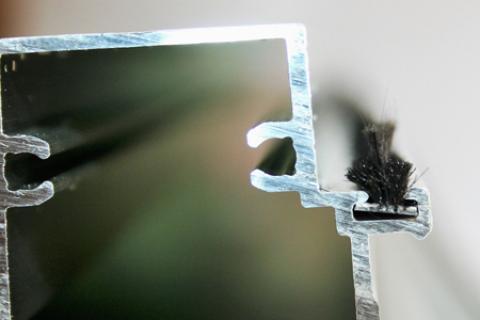 Phớt nỉ cửa nhôm đế 5mm PB 5550 2BFP80 BK